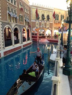 macau-the-venetian-gondola