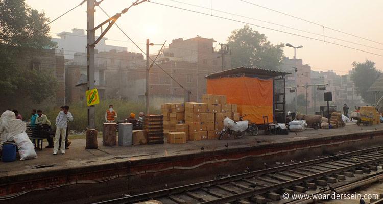 delhi-nizamuddin-train-station2