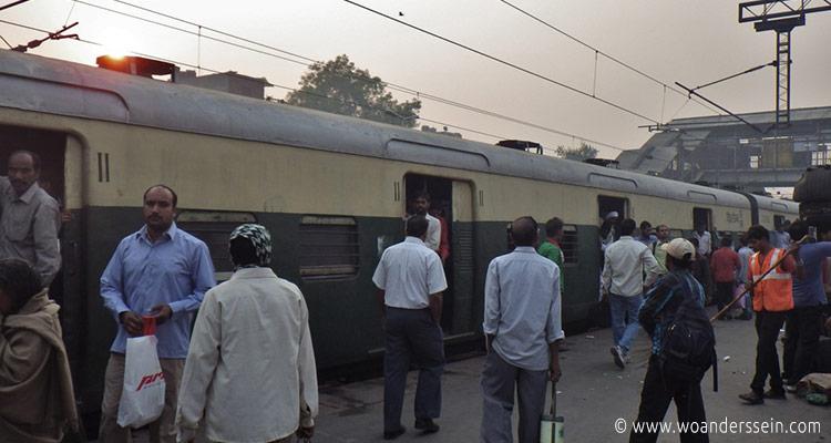 delhi-nizamuddin-train-station3