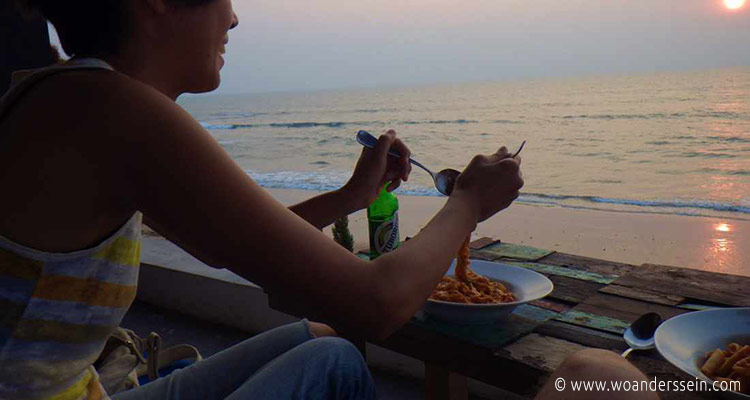 anjuna-beach-shore-bar-dinner-sunset-chi