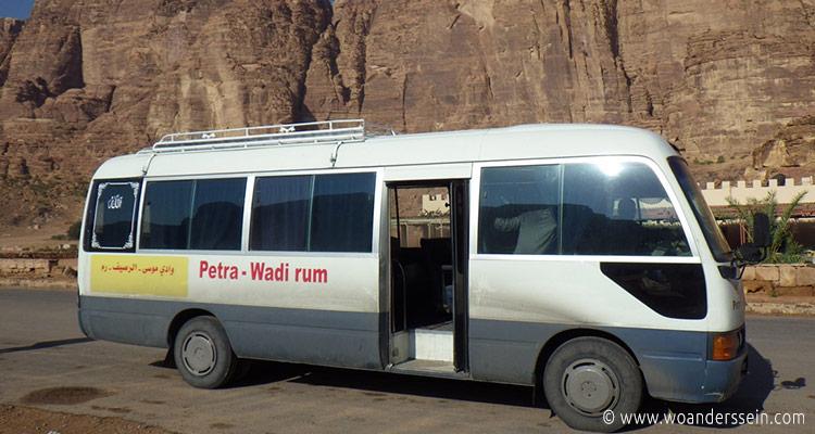 wadirum-warten-auf-den-minibus2
