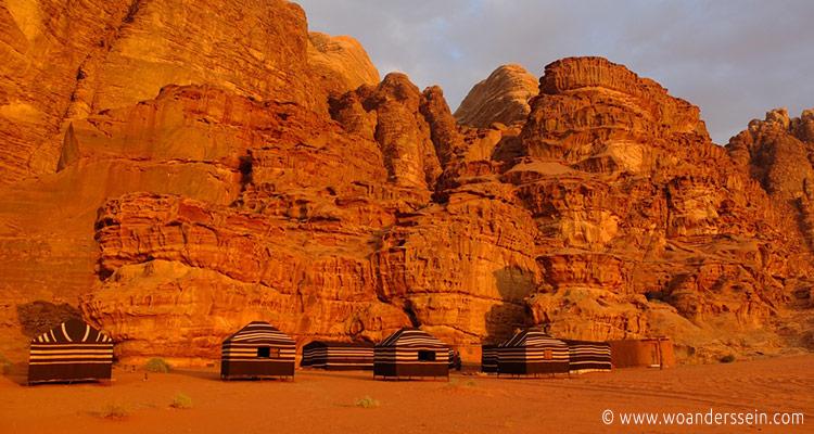 wadirum-bedoin-lifestyle-camp-abends