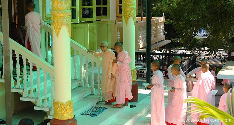 mandalay-tour-nunnery-5