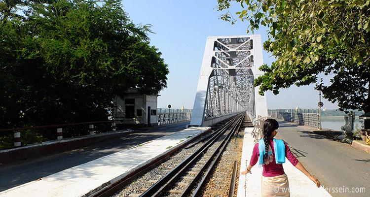 mandalay-tour-sagaing-bridge-1