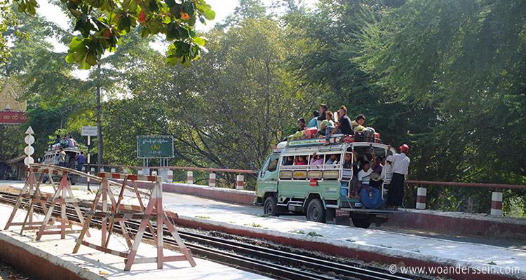 mandalay-tour-sagaing-bridge-4