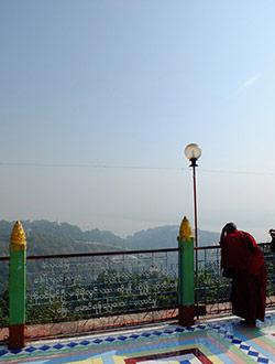 mandalay-tour-sagaing-hill-aussicht-monk