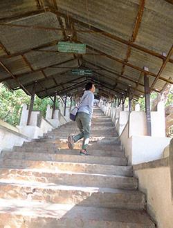 mandalay-tour-sagaing-hill-treppe-chi